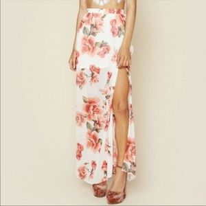 Show me your mumu sullens Maxi Skirt Rose Print.